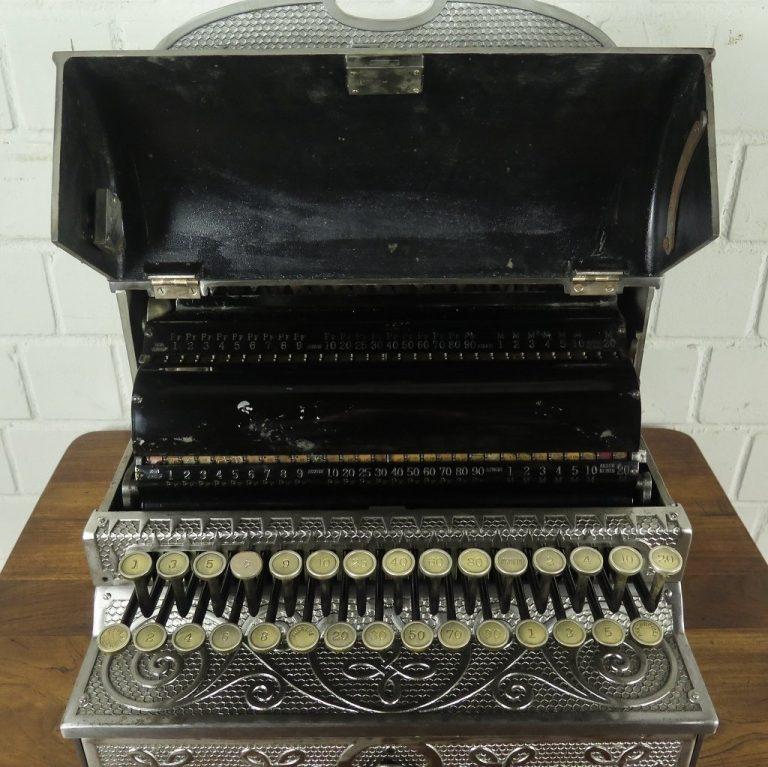 1904910